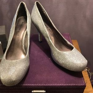 """Madden Girl Silver sequined shoes Sz 8.5, 3.5"""" h"""